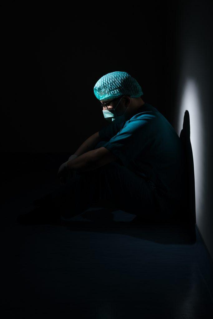 Der momentane Pflegenotstand lässt das medizinische Fachpersonal oft resigniert und enttäuscht zurück.